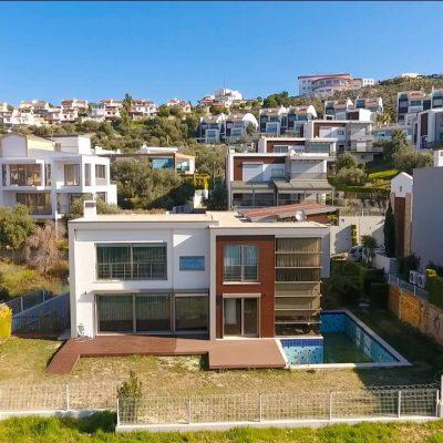 Merkezde Satılık Özel Yapım Manzaralı Villa