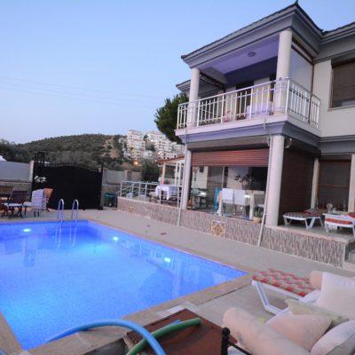Satılık Özel Havuzlu Müstakil Villa