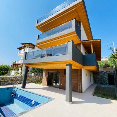 Kuşadasında Satılık 5+2 Müstakil Villa